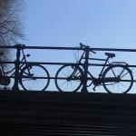 Herenfiets op de brug